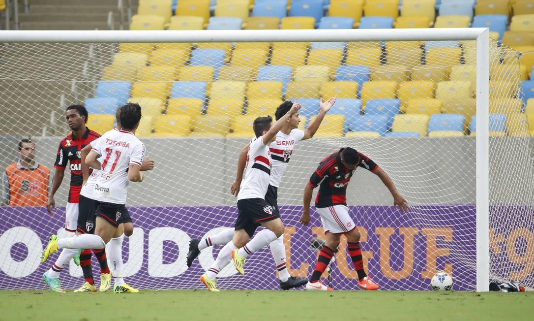Ganso marcou os dois gols do São Paulo na vitória sobre o Flamengo Foto: Ivo Gonzalez / Agência O Globo