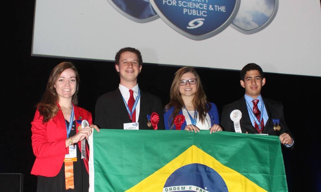 Estudantes premiados no Intel: Barbara, Gabriel, Raíssa e Salvador, da esquerda para a direita Foto: Divulgação