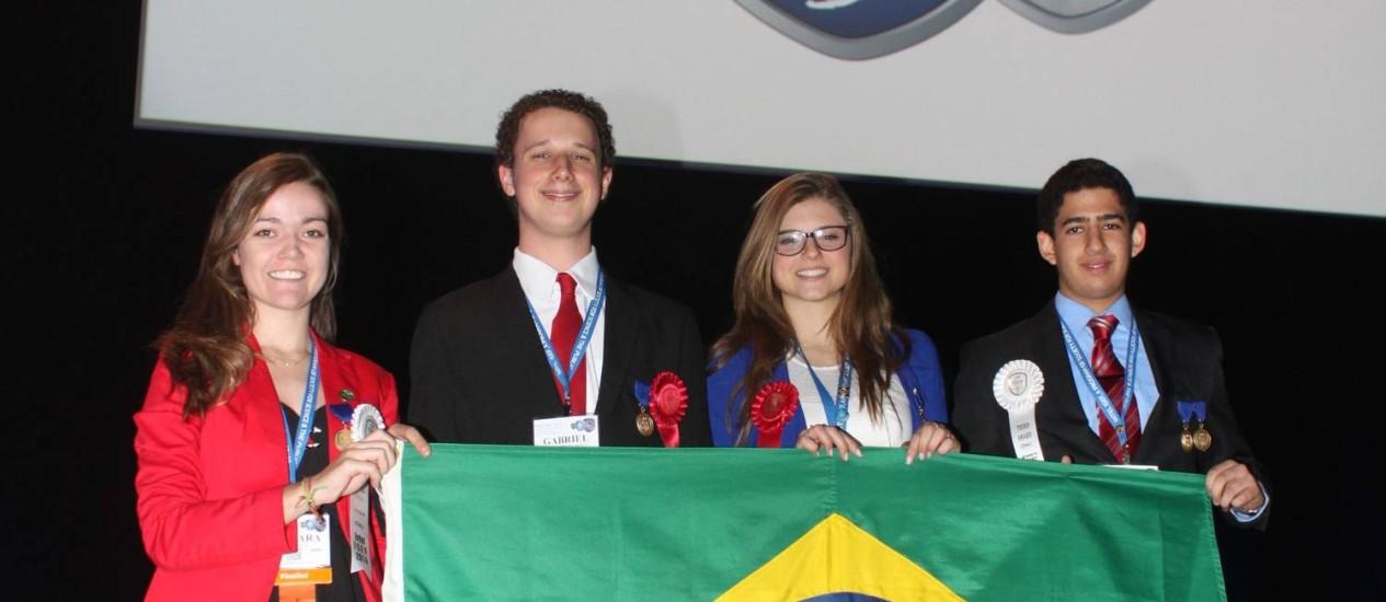 Estudantes premiados no Intel: Barbara, Gabriel, Raíssa e Salvador, da esquerda para a direita Foto: Divulgação / Luis Eduardo Selbach