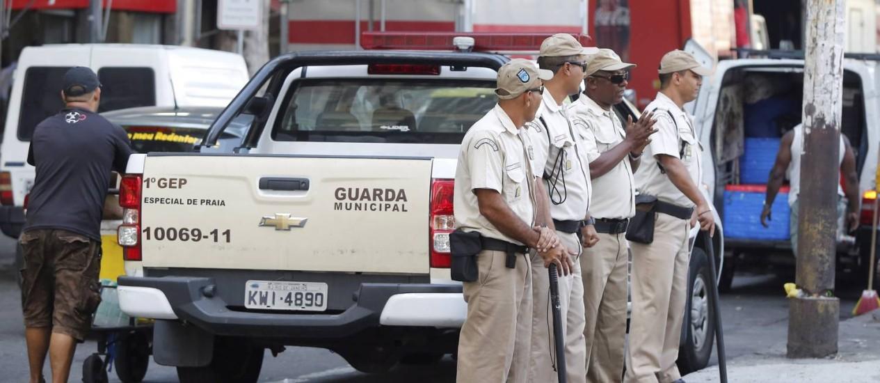 Os guardas municipais hoje só podem usar cassetetes Foto: Pablo Jacob / Agência O Globo