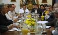 Opositores participam de reunião com representantes da Igreja Católica e da Unasul em Caracas