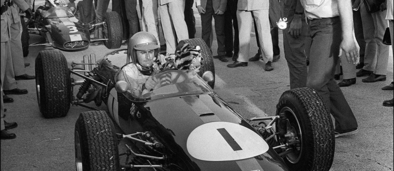 Em ação. Jack Brabham com seu Brabham-Repco, no Circuito de Monthléry, na França Foto: STR / AFP/11-09/1966