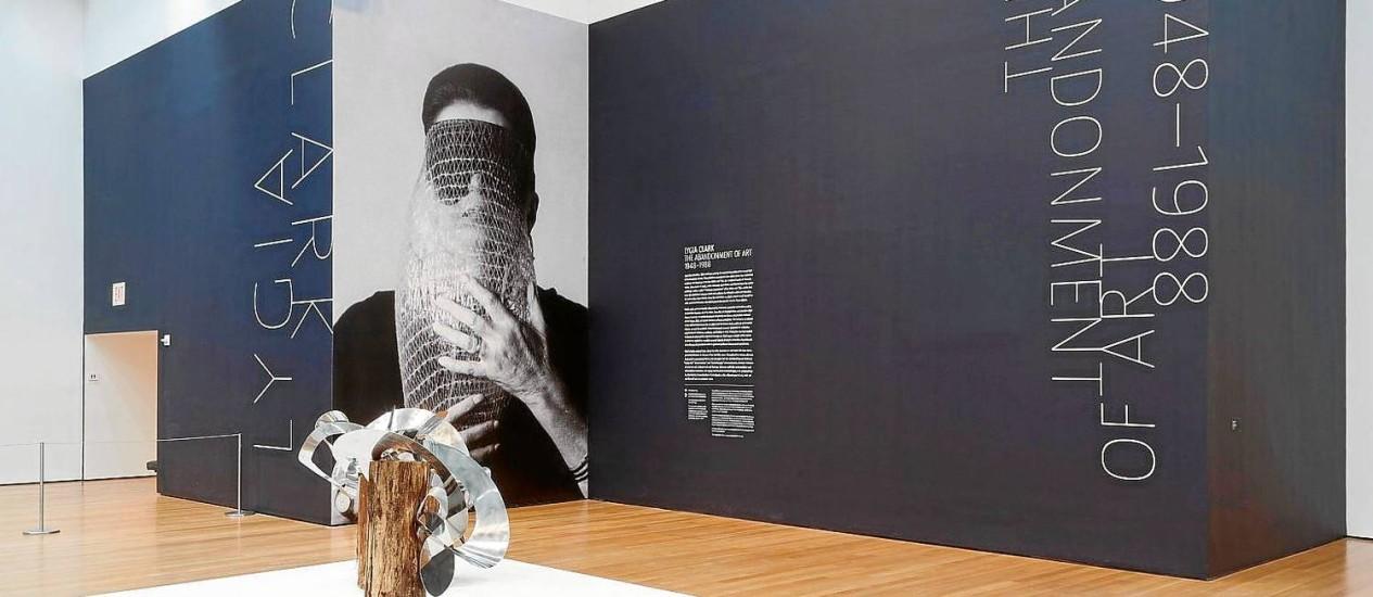 Em cartaz até 24 de agosto, mostra ocupa quatro salas do sexto andar do museu e reúne cerca de 300 obras de todas as fases da artista Foto: Divulgação/Thomas Griesel/The Museum of Modern Art