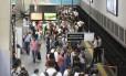 A estação do metrô, na Central do Brasil, na manhã desta segunda-feira, primeiro dia útil após reajuste das passagens do trens e do metrô