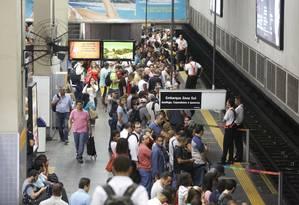 A estação do metrô, na Central do Brasil, na manhã desta segunda-feira, primeiro dia útil após reajuste das passagens do trens e do metrô Foto: Pablo Jacob / Agência O Globo