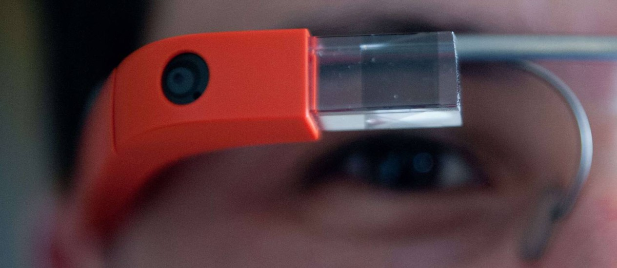 Dor desaparece após alguns dias de uso, diz oftalmologista Foto: AFP/NICHOLAS KAMM