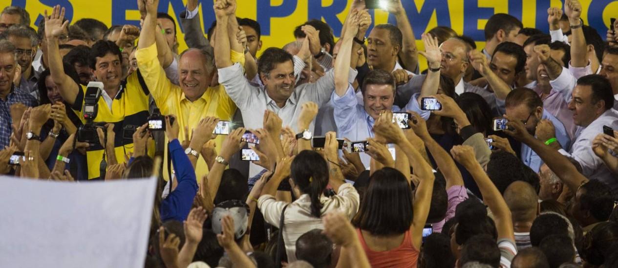 Aécio elogia Henrique Meirelles durante lançamento de nomes para chapa tucana em Minas. Foto: Nitro Imagens / Divulgação