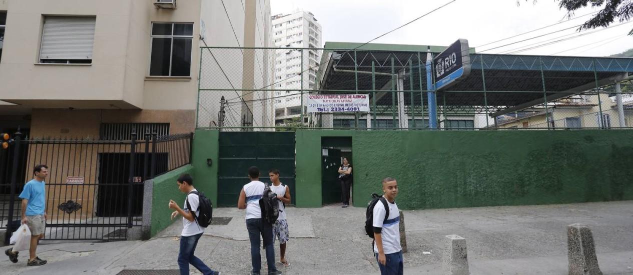 Escola Municipal José de Alencar, em Laranjeiras: funcionamento irregular devido à greve Foto: Pablo Jacob / Agência O Globo