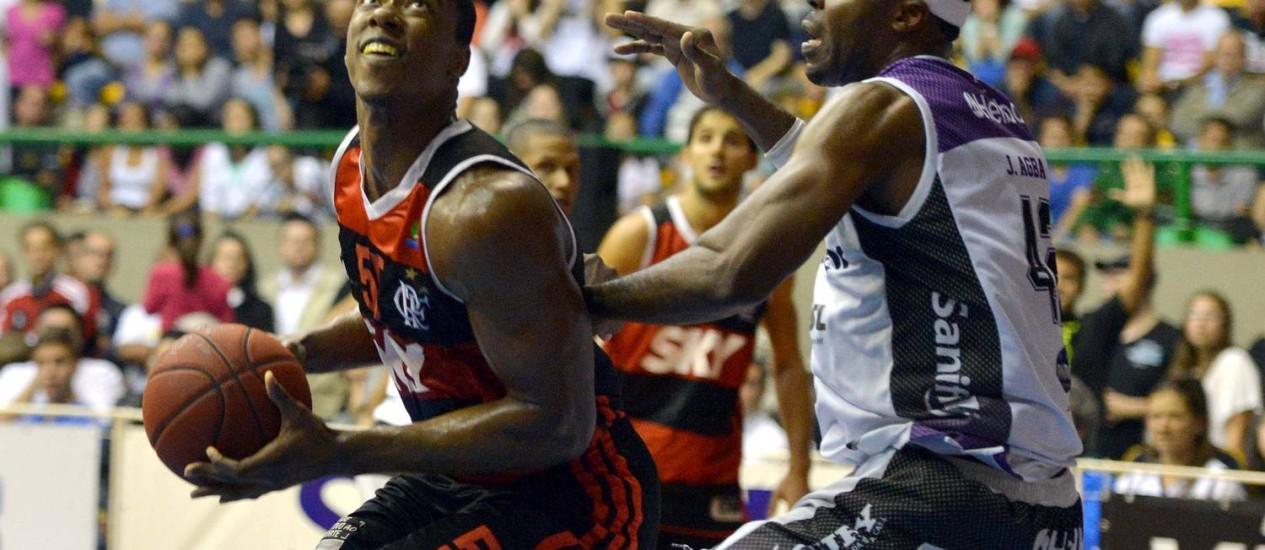 Jerome Meyinsse fez 54 pontos e foi o cestinha do jogo Foto: Divulgação / NBB