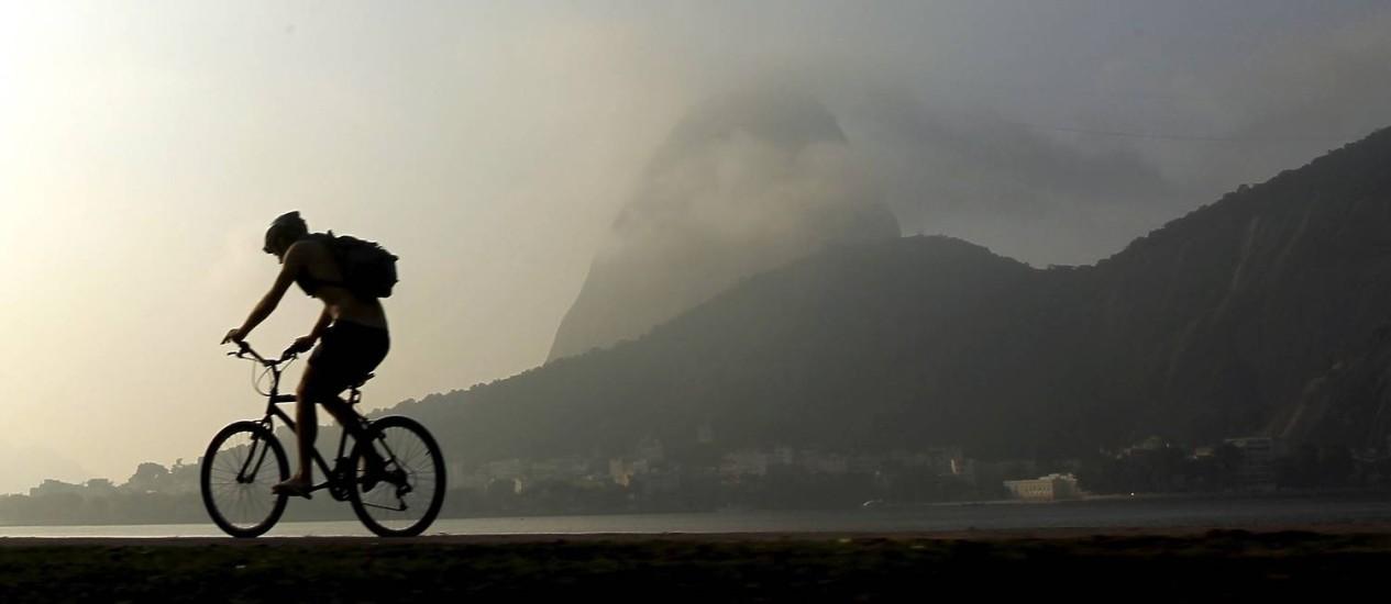 Névoa esconde o Pão de Açúcar Foto: Gabriel de Paiva / O Globo