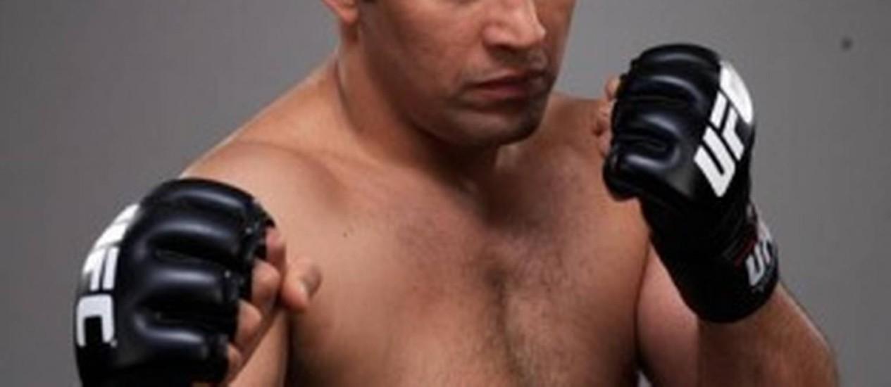 Renzo Grace em pose para promover luta no UFC: polêmica Foto: Divulgação/22-1-2013