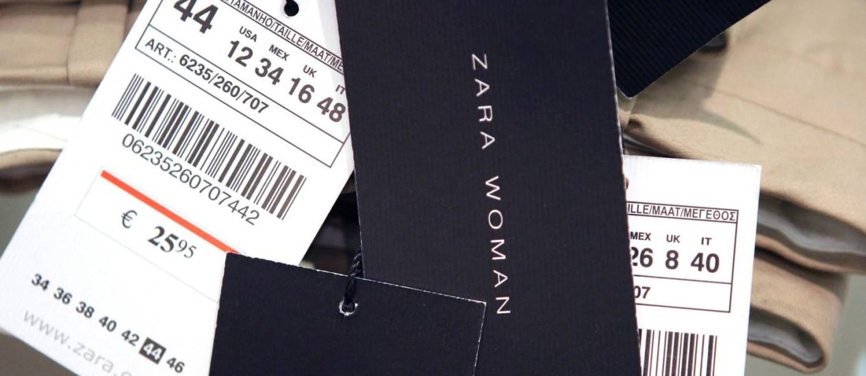 Atualização: na prática, a etiqueta terá o chamado QR Code (espécie de código de barras), de modo que o cliente poderá acessar de seu smartphone os detalhes sobre onde e como a roupa foi fabricada Foto: Markel Redondo / Agência O Globo
