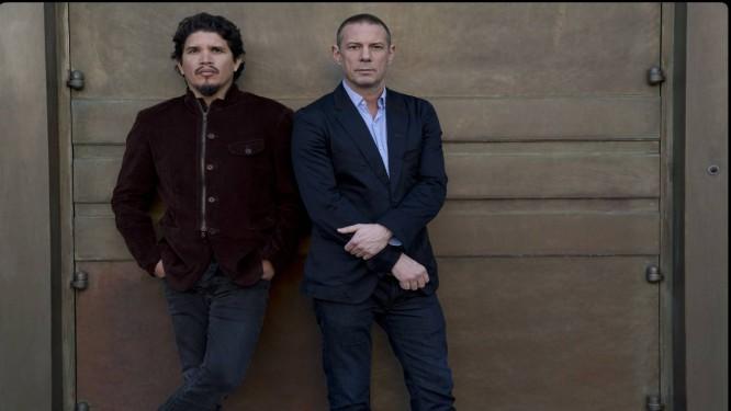 """Rob Garza (à esquerda, ao lado de Eric Hiltol): """"Achamos que seria interessante, nesse momento, fazer um disco de canções e não de grooves"""". Foto: Divulgação/Andrzej Liguz"""