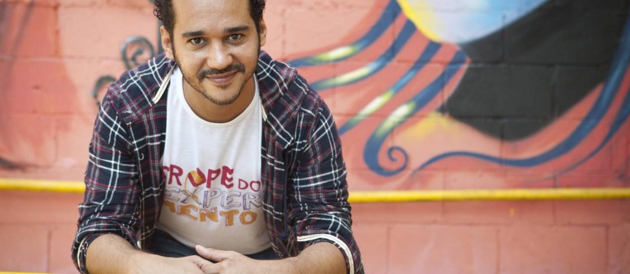 Marcos dos Anjos. Diretor teatral está á frente da Trupe do Experimento, voltada para o público infanto-juvenil Foto: Bárbara Lopes / Bárbara Lopes