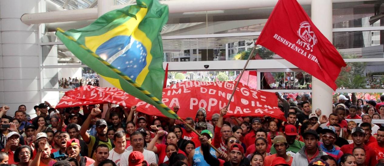 Sem-teto fazem manifestação em São Paulo Foto: Fernando Donasci/ O Globo