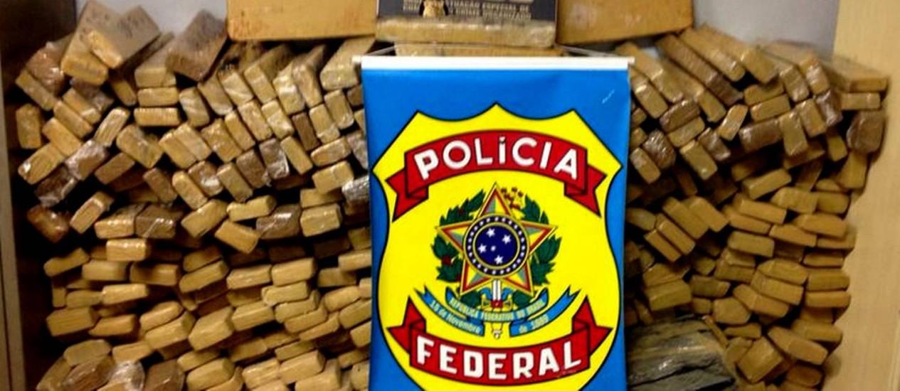 Agentes da Polícia Federal interceptaram meia tonelada de maconha na Via Dutra que vinha do Mato Grosso do Sul Foto: Divulgação/Polícia Federal