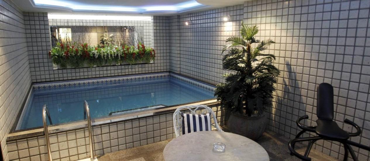 A suíte do motel Te adoro tem piscina, mas sua principal vantagem é estar localizado próximo ao Maracanã Foto: Gabriel de Paiva / Agência O Globo