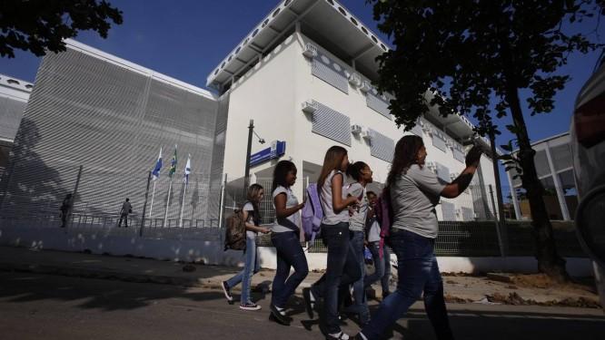Entrada da Escola Estadual Rodolfo Fernandes: unidades da rede pública abrem normalmente nesta quarta-feira Foto: Alexandre Cassiano / Agência O Globo