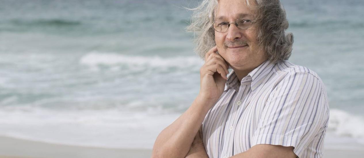 Etienne Ghys, matemático: 'A Brazuca, bola da copa, é um cubo' Foto: Agência O Globo