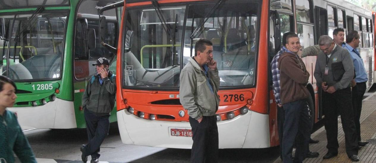 Terminal da Lapa paralisado em SP: ônibus estacionados Foto: Marcos Alves / Agência O Globo