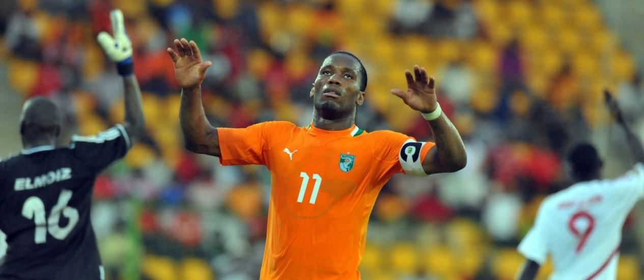 Drogba com a camisa da Costa do Marfim. Atacante defenderá seu país pela última vez na Copa do Mundo Foto: Alexander Joe / AFP