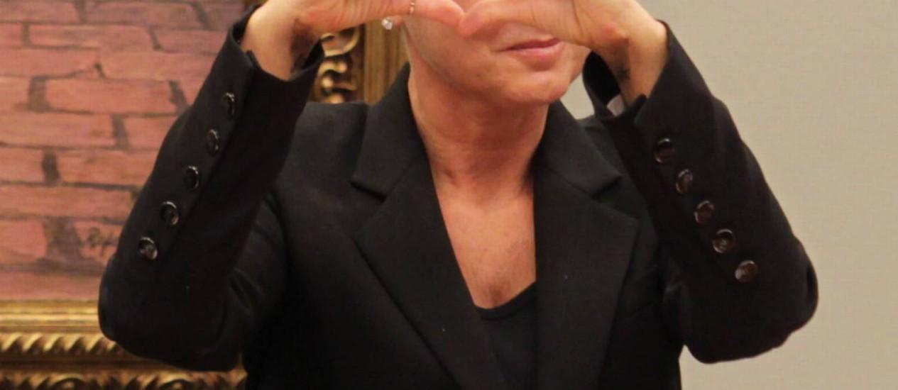 Hostilizada em sessão na CCJ, Xuxa responde à ofensa com sinal de coração Foto: Ailton de Freitas / Agência O Globo