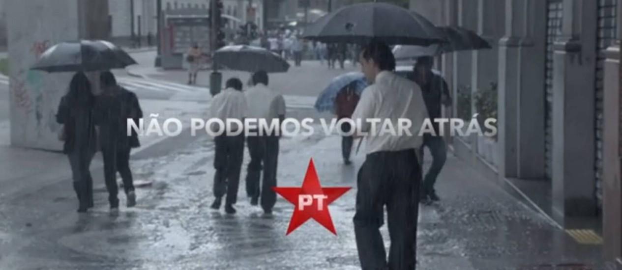 Comercial do PT remete técnica utilizada pelo PSDB que já foi criticada pelos petistas Foto: Reprodução