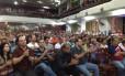 Assembleia dos policiais civis no Clube Municipal, na Tijuca: categoria decidiu prorrogar a greve por mais 24 horas.