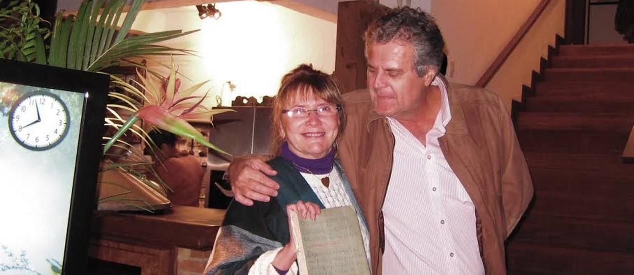 Encontro. Anna Sharp com Luís Henrique, que lhe devolveu o diário Foto: Arquivo pessoal