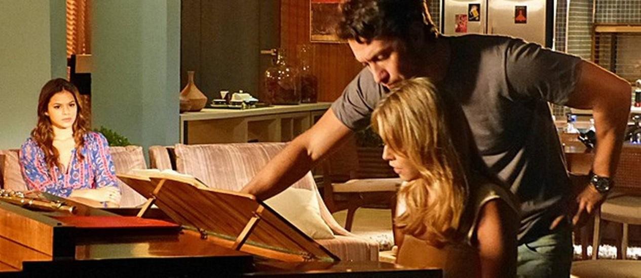 Luiza flagra Laerte e Livia juntos no flat do namorado Foto: Divulgação/ TV Globo