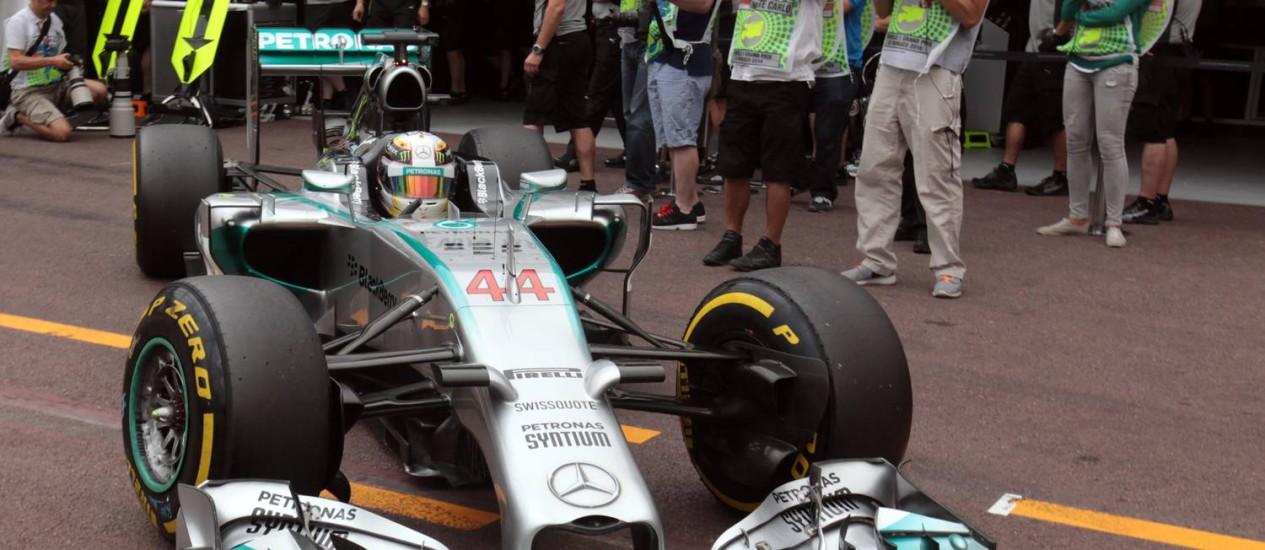 Hamilton foi o mais rápido no primeiro dia de treinos em Mônaco Foto: Jean Christophe Magnenet / AFP