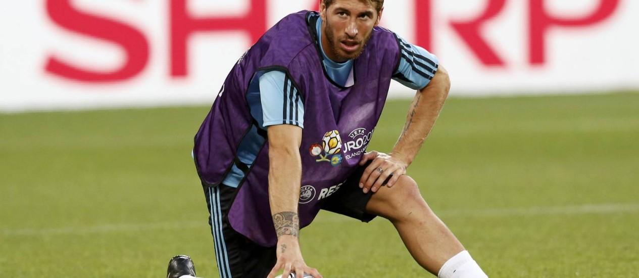 Sérgio Ramos, zagueiro titular da seleção espanhola, vive a expectativa de conquistar seu primeiro título europeu com a camisa do Real Madrid Foto: VASILY FEDOSENKO / REUTERS