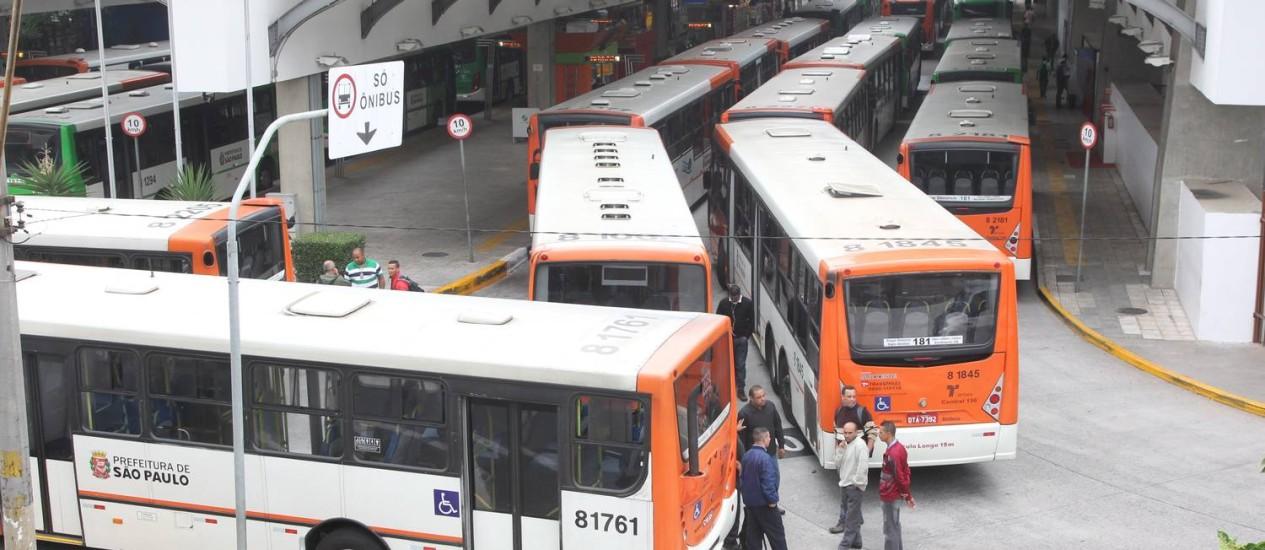 Terminal da Lapa paralisado na quarta-feira. Foto: Marcos Alves / O Globo