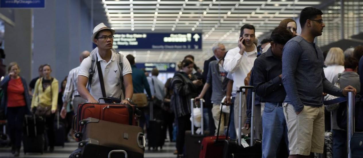 Governo americano cobra das empresa detalhamento de preços para despacho de bagagens Foto: JIM YOUNG / REUTERS