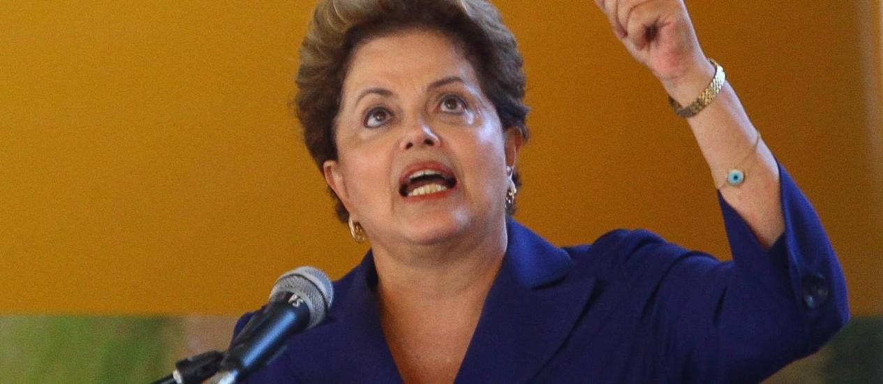 Dilma afirmou que ferrovia é sonho antigo e culpa governos estaduais anteriores Foto: André Coelho / Agência O Globo