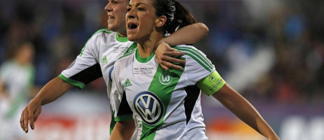 Nadine Kessler comemora o gol da vitória do Wolfsburg sobre o Tyresö na final da Liga dos Campeões da Europa feminina Foto: HUGO CORREIA / REUTERS