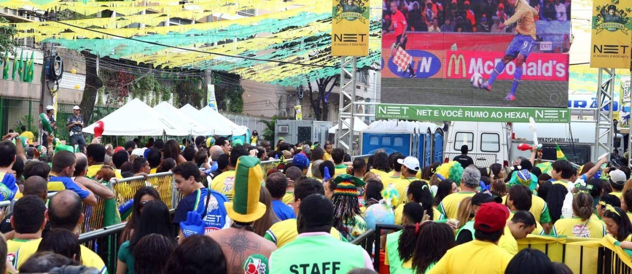 Festa do Jogo do Brasil no Alzirão durante a Copa de 2010 Foto: Cezar Loureiro / Agência O Globo