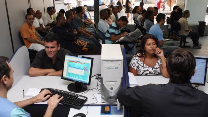 Balcão de Empregos do Sistema Nacional de Emprego, no Centro do Rio RJ Foto: Fábio Guimarães / O Globo