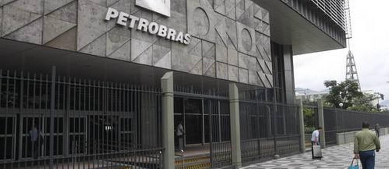 Sede da Petrobras: previsão é de que 55% dos desligamentos através do PDV ocorram ainda em 2014 Foto: Agência O Globo/Arquivo