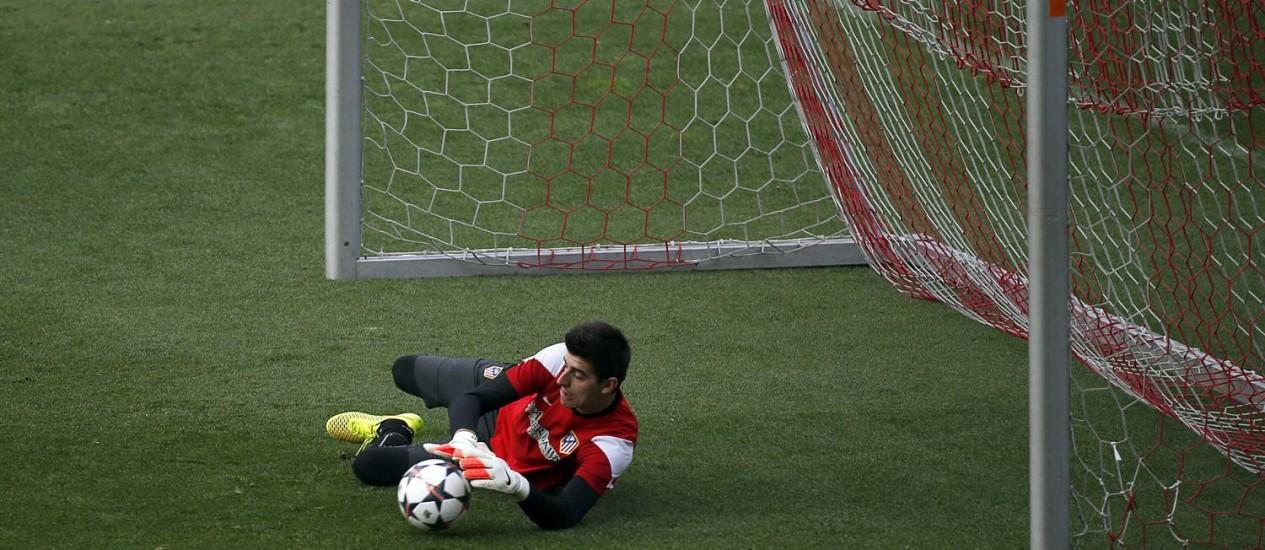 O goleiro Courtois disse que não teme enfrentar o craque Cristiano Ronaldo Foto: Sergio Perez / Reuters