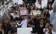 Manifestantes tailandeses protestam contra o golpe militar em Bangcoc