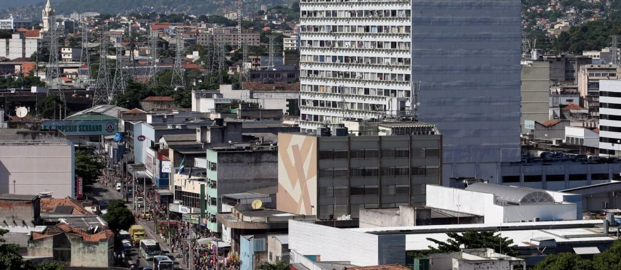 Enquanto os aluguéis no Rio subiram 117,39% de maio de 2009 a abril último, o salário médio do trabalhador com carteira assinada do setor privado registrou, no período, alta de 21,61% Foto: Bruno Gonzalez