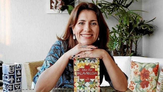Divã literário. Áurea Stela usa a escrita como forma de reflexão Foto: Eduardo Naddar