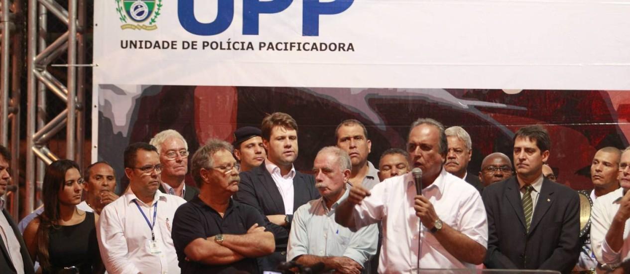Governardor inaugura UPP na Vila Kennedy Foto: Domingos Peixoto / Agência O Globo