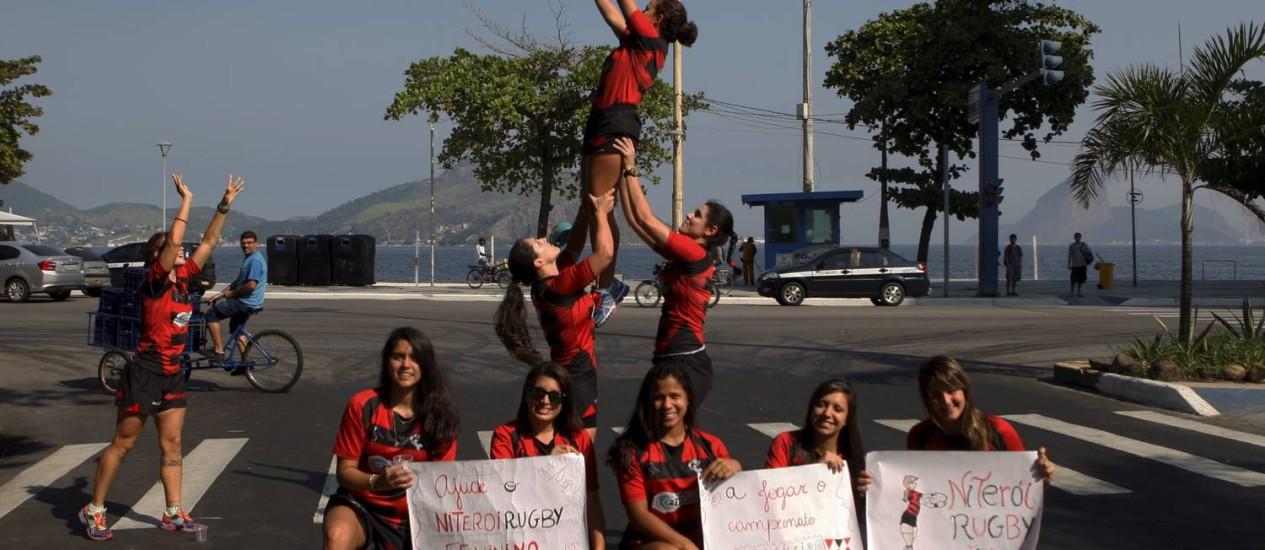 Atletas do Niterói Rugby pedem dinheiro para participar do campeonatos Foto: Gustavo Stephan / Agência O Globo