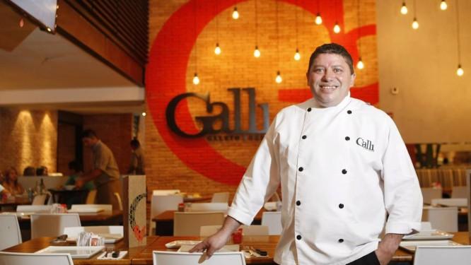 Chef Zé Motta, do Galli. Preparo diferenciado de alimentos podem transformá-los em temperos saborosos. Foto: Eduardo Naddar / Agência O Globo