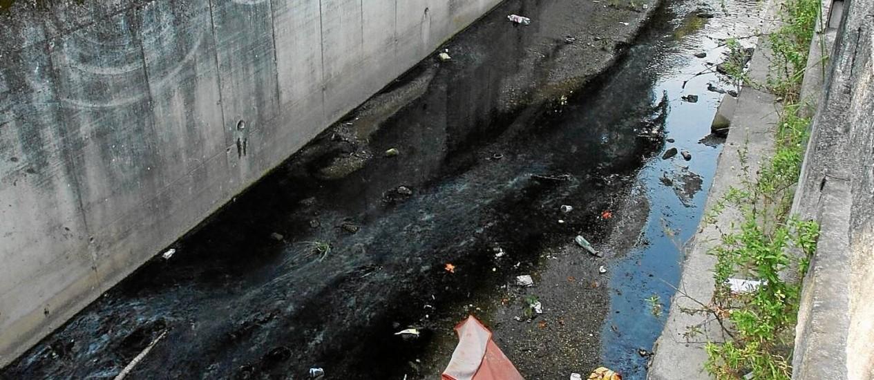 Projeto planeja a despoluição do Rio Jacaré, um dos principais responsáveis pelo despejo de esgoto nas lagoas Foto: guilherme leporace / guilherme leporace