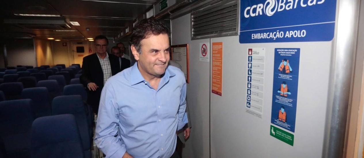 Aecio Neves foi a Niterói de catamarã Foto: Pedro Kirilos/ O Globo
