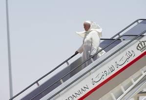 O papa Francisco desembarcou na manhã deste sábado em Amã, na Jordânia, para uma visita de três dias à Terra Santa Foto: OSSERVATORE ROMANO / REUTERS