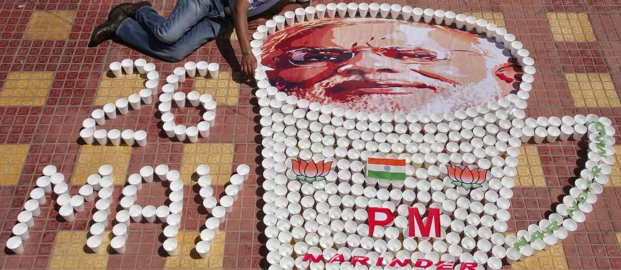 Artista indiano homenageia Modi em obra com copos de chá Foto: MUNISH SHARMA / MUNISH SHARMA/REUTERS